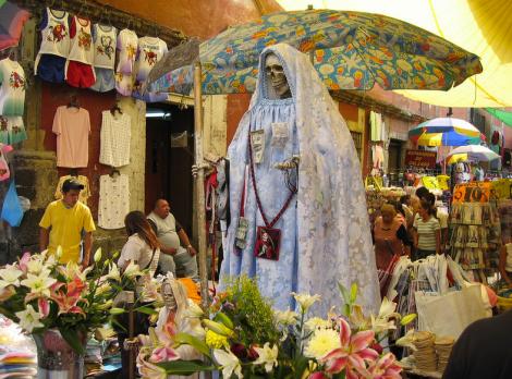 Altar a la Santa Muerte, courtesy of Patricio López (Flickr)